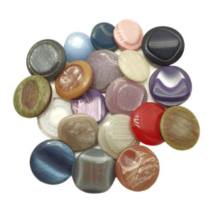Разноцветни копчета от 12мм до 17мм, за различни проекти - лепене върху пана, очички и нослета за детски играчки или за шарени детски дрехи.